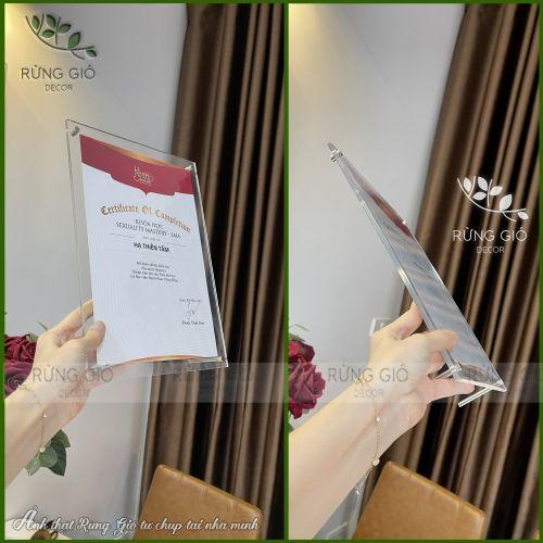 Khung bằng khen A5 MICA TRÀN TRONG SUỐT đẹp sang trọng - chất liệu mica acylic để bàn chân inox, để vừa giấy ảnh 15x21cm